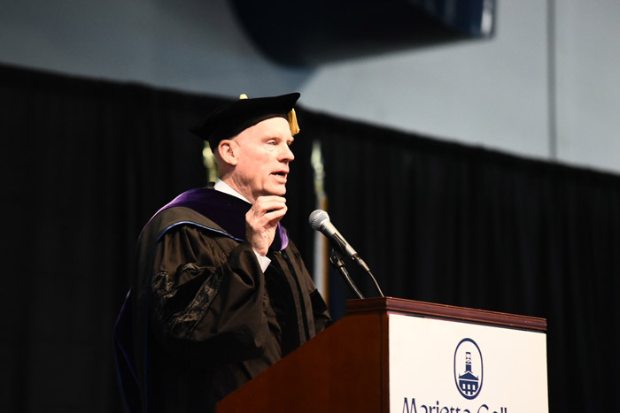 Rob Dyson speaks at Marietta College's 2017 commencement