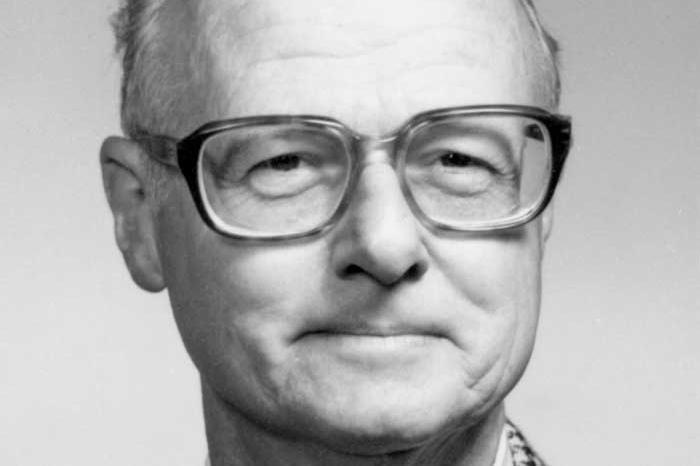 Dr. Robert Hill headshot