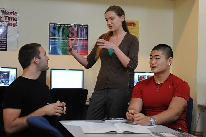 Keira Hambrick tutoring students