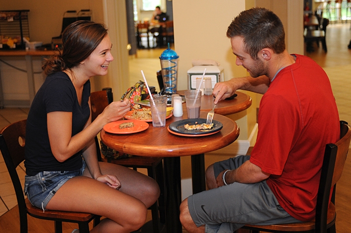 students eating in Gilman Dinning hall