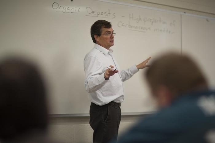 Geology professor Dave Jeffrey teaching