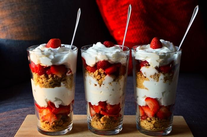Small strawberry desserts