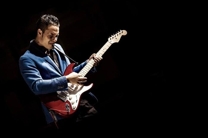 Dany Franchi playing guitar