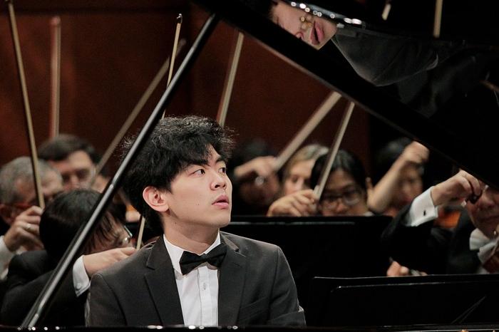 Daniel Hsu on the piano