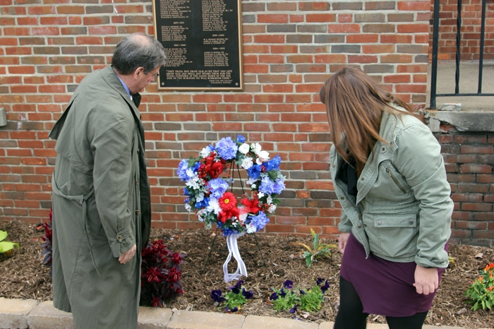 President Ruud and a student laying a wreath