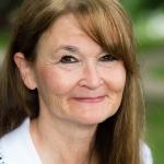 Linda Roesch headshot