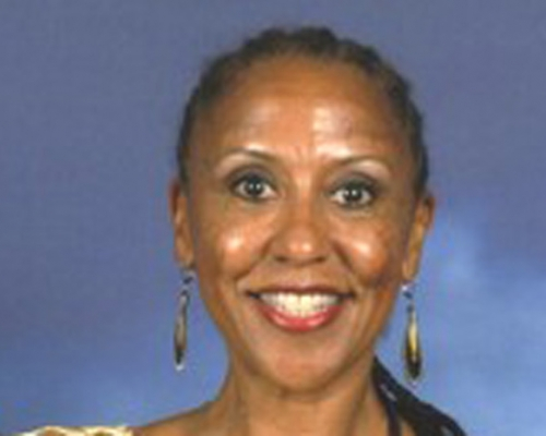 Deborah Robinson headshot