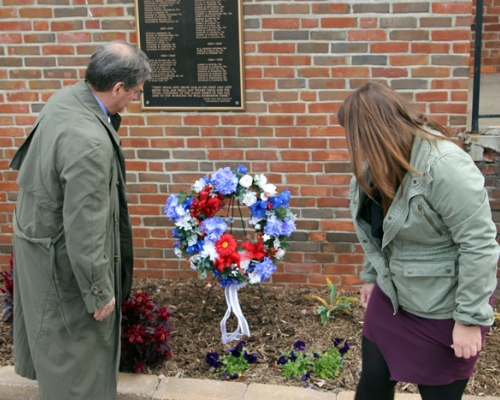 President Ruud and a student laying the wreath