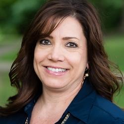 Lori Hart headshot